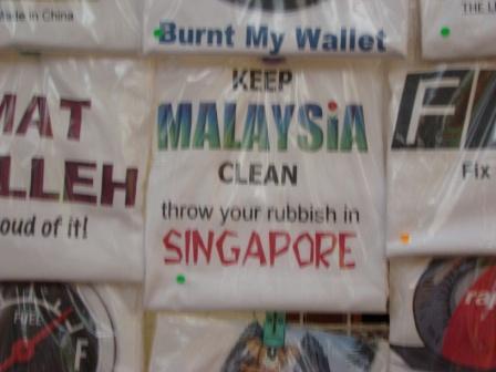 Camiseta tirando com Cingapura