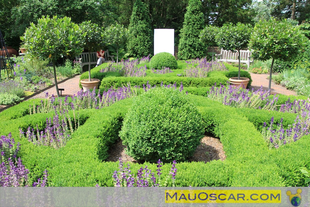 mini jardim botanico:Jardim ao longo do Poetry Walk no Jardim Botanico de Nova York