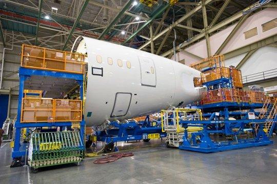 Visitando a maior fábrica de aviões do mundo Lan-02