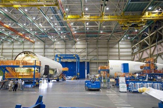 Visitando a maior fábrica de aviões do mundo Lan-04