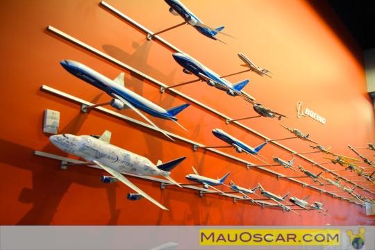 Visitando a maior fábrica de aviões do mundo Lojinha-de-souvenirs-da-fc3a1brica-da-boeing