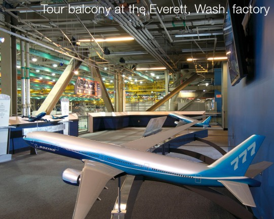Visitando a maior fábrica de aviões do mundo Mirante-para-a-linha-de-produc3a7c3a3o-do-boeing-777