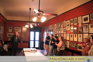 Na galeria dos famosos do Antoines, experimentando o Seafood Gumbo no Tour Culinário de New Orleans