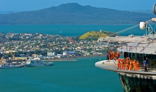 Skywalk e o Rangitoto ao fundo - ® Photo by Skywalk